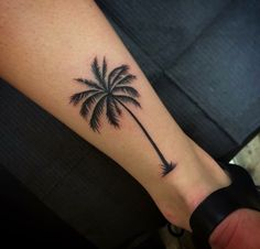 Palm tree tattoo men tatoo 23 Ideas for 2019 Line Art Tattoos, Mini Tattoos, Rose Tattoos, Small Tattoos, Tattoos For Guys, Tattoos For Women, Tatoos, Tree Tattoo Men, Tree Tattoo Designs