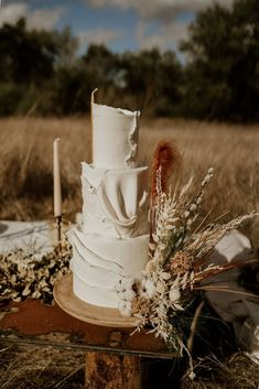 30 gorgeous pampas grass wedding ideas including cakes