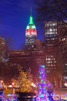 New York City ,Christmas Lights in NYC,and red and green lights on the Empire State Building Christmas Colors, Christmas Lights, Xmas, Christmas Time, Christmas Stuff, Merry Christmas, Wonderful Places, Beautiful Places, Beautiful Pictures