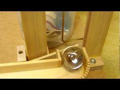 Ball elevator by mangle gear Rolling Ball Sculpture, Marble Machine, Kinetic Art, Wooden Projects, Cool Tools, Roller Coaster, Pinball, Bath Caddy, Marble Runs