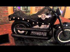 Harley Davidson Cake Birthday Cakes For Men, Boy Birthday, 3d Cakes, Cupcake Cakes, Harley Davidson Cake, Motorcycle Cake, Bike Cakes, Motos Harley, Black N Red