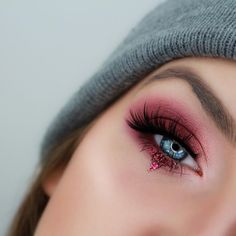 Best Ideas For Makeup Tutorials Picture DescriptionLove this berry eye on wearing our ⚡️ Eye Makeup Art, Makeup Stuff, Beauty Makeup, Beauty Tips, Light Smokey Eye, Everyday Make Up, House Of Lashes, Fall Makeup Looks, Eyebrows On Fleek