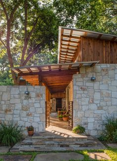 Blending Old and New in Texas – Best In American Living Exterior Design, Interior And Exterior, Rustic Exterior, Thai House, Asian Home Decor, Modern House Plans, Tropical Houses, Mid Century House, Rustic Design