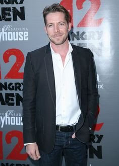Photo of 21 Times Sean Maguire Shot You Straight in the Heart With His Good Looks Fun To Be One, How To Look Better, Sean Maguire, Ouat Cast, World Of Darkness, Outlaw Queen, In The Heart, Once Upon A Time, Robin