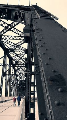 "Louisville's Pedestrian Bridge ""Big Four Bridge"""