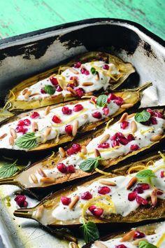 """Kochen wie in Istanbul: Afiyet Olsun! Gebackene Auberginen mit Granatapfel, Pinienkernen und Joghurt, aus dem Buch """"The taste of Istanbul"""""""