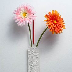 Great little hanging vase for 1-2 blooms.