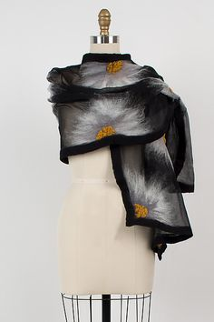 Natalie Wrap by Elizabeth Rubidge . Floral starbursts of merino wool are hand felted onto a sheer silk base for a dramatic and eye-catching wrap with felted edges. The center of each blossom is adorned with a cluster of dimensional felted accents. Wet Felting Projects, Felting Tutorials, Nuno Felt Scarf, Wool Scarf, Felted Scarf, Sewing Scarves, Lace Scarf, Turbans, Felt Fabric