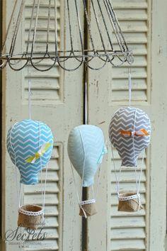 ιδιαίτερες μπομπονιέρες υφασμάτινες αερόστατα ριγέ σε γαλάζιο,της μέντας και γκρι