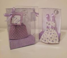 """Lembrancinha de maternidade ou lembrancinha de nascimento. Podendo ser também lembrancinha para chá de bebê.  É um chaveiro de mini vestido. Disponível nas estampas poá ou floral, nas cores rosa, lilás ou vermelho.  embalagem: caixa de acetato (8,5 largura x 3,5 altura x 14comprimento) com fita de cetim e """"degrauzinho""""  prazo para confecção: até 10 dias úteis R$ 5,80"""