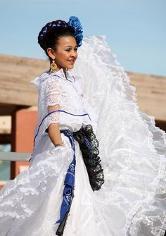 Probably My Favorite Ballet Folklorico outfit <3