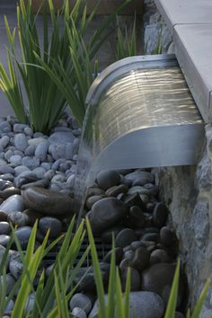 Rain garden anyone? Fountain in Kent Designed by Greencube Landscapes Back Gardens, Outdoor Gardens, Garden Design London, Design Jardin, Water Walls, Water Features In The Garden, Water Element, Fish Ponds, Garden Fountains
