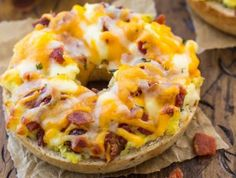 Easy pizza recipe lunch on a bagel (with bacon!) Source by Bagel Pizza, Pizza Pizza, Breakfast Pizza, Breakfast Recipes, Easy Healthy Recipes, Easy Meals, Yummy Recipes, Bagels, Pizza