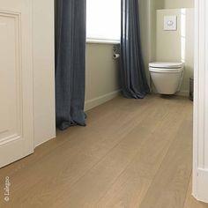 Jawel, een mooie eiken parketvloer zoals de 15-ABC-189-BEAUNE van Lalegno past zelfs in de kleinste ruimte van het huis. Meer weten: www.lalegno.be. Curtains, Shower, Bathroom, Ideas, Home Decor, Old Wood, Rain Shower Heads, Washroom, Blinds