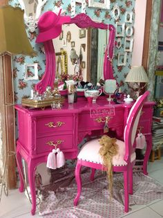 Shabby Chic Home Interiors – Decorating Tips For All Shabby Chic Furniture, Pink Furniture, Shabby Chic Interiors, Shabby Chic Homes, Vintage Furniture, Painted Furniture, Bedroom Furniture, Furniture Design, Shabby Chic Vintage