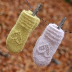 Hjertevotten barn – KongleDesign Knit Mittens, Knitted Gloves, Fingerless Gloves, Baby Booties, Baby Shoes, Knitting Projects, Knitting Patterns, Baby Hats Knitting, Winter Beauty