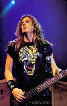 People say that Cliff Burton is the best bass player of Thrash metal, but I believe it's this guy  ( David Ellefson) #Megadeth