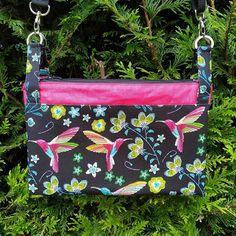 nini_couture_hm Voici mon sac à moi 😉 Alors évidemment il y a du rose... Sac Chachacha de Sacôtin, en simili et lin enduit J'ai ajouté des poches intérieures car le modèle n'en prevoyait pas, 3 zippées et 1 plaquée pour le téléphone. Tissus de chez @joelle_tissu , patron @patrons_sacotin  #sacotin #joelletissu #sacotinchachacha