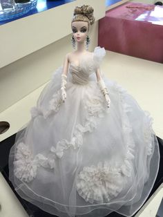 Robert Best Deigned Moonlight Mist Barbie One of A Kind Barbie Wedding Dress, Barbie Gowns, Barbie Dress, Wedding Dresses, Barbie Convention, New Barbie Dolls, Blonde Bride, Barbie Basics, Vintage Barbie Clothes
