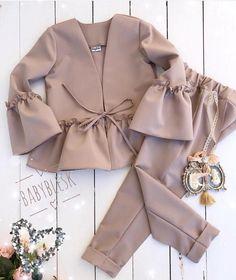 No photo description. No photo description. Muslim Fashion, Hijab Fashion, Korean Fashion, Fashion Dresses, Look Fashion, Kids Fashion, Fashion Design, Fashion Ideas, Fashion Beauty