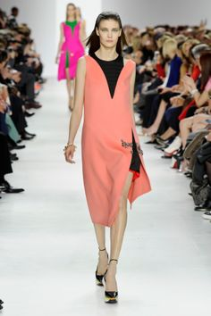 Desfile da Dior no Paris Fashion Week #PFW veja o desfile completo no nosso blog http://www.justdressfashion.com/#!blog/c21xd