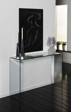 Découvrez la console en verre trempé design YALINE qui sera parfaite pour relooker votre hall d'entrée ! Bénéficiez de sa grande stabilité ! Decor, Table, Console Table Decorating, Interior Deco, Glass Side Tables, Acrylic Furniture, Lodge Decor, Side Table, Black Decor