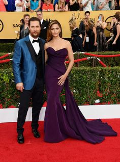 Matthew McConaughey and Camila Alves at the SAG Awards I love that he always wears color. They are the best dressed couple at every awards show. Matthew Mcconaughey, Rachel Zoe, Celebrity Couples, Celebrity Style, Body Hugging Dress, Best Dressed Man, Red Carpet Gowns, Sag Awards, Red Carpet Fashion