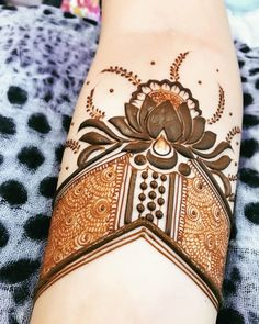 Image may contain: 1 person Khafif Mehndi Design, Basic Mehndi Designs, Floral Henna Designs, Latest Bridal Mehndi Designs, Indian Mehndi Designs, Stylish Mehndi Designs, Mehndi Design Photos, Wedding Mehndi Designs, Latest Mehndi Designs