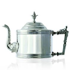 « ISKANDAR » Teapot  Silver 925 - This silver 925 teapot is a triumphant tribute to Alexander the Great (Iskandar in Persian), who sowed the seeds of Greek art, architecture and philosophy wherever his conquests led him.  Mariage Frères has combined the oblong shape of this teapot with eloquent emblems of the vast Hellenistic empire, in a late-nineteenth-century orientalist style.  Imperial and imperious, this rare and delicate teapot cuts across fads and fashion-it is a precious item that…