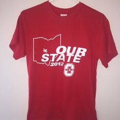 Ohio state tee This Ohio state tee is a size small! Never been worn and it great shape! Gildan Tops Tees - Short Sleeve