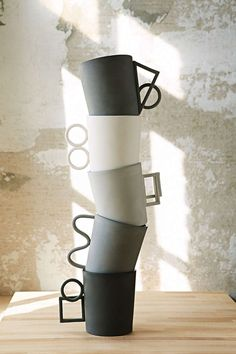 Love the handles on these mugs by Ian Anderson - via Pottery design, ceramic art, clay Ceramic Cups, Ceramic Pottery, Ceramic Art, Cerámica Ideas, Keramik Design, Mug Design, Kitchenware, Tableware, Industrial Design