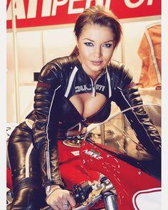 Ducati Promo Lady puts her fantastic Cleavage on Display Scooter Motorcycle, Motorbike Girl, Trike Bicycle, Wooden Bicycle, Bicycle Decor, Motorcycle Design, Lady Biker, Biker Girl, Motard Sexy