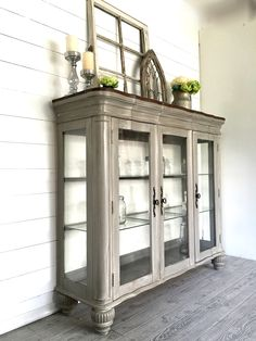 9 Ways to Bring Uniqueness with These Rustic Farmhouse Hutch Models Verschlag Refurbished Furniture, Farmhouse Furniture, Paint Furniture, Repurposed Furniture, Furniture Projects, Furniture Makeover, Repurposed China Cabinet, Dresser Makeovers, Furniture Stores