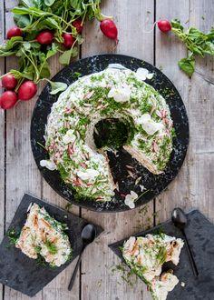Voileipäkakku rengasvuoassa – Perinneruokaa prkl | Meillä kotona Nordic Recipe, Feta, Acai Bowl, Camembert Cheese, Dairy, Food And Drink, Baking, Breakfast, Recipes