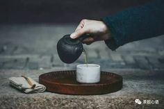 無由持一碗,寄與愛茶人。