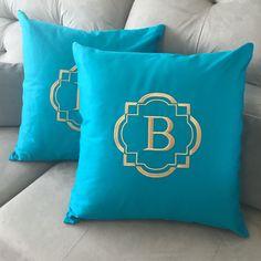 Conjunto de almofadas personalizadas Lalov - #lalov #almofadaspersonalizadas #monograma #turquesa #pillow #personalizados #presentecasamento #presentescriativos #decor #bedroom #almofadas