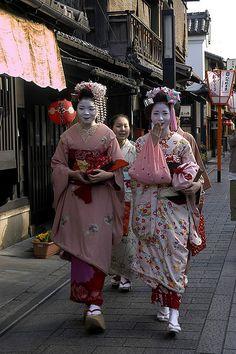 Ichiwaka (became geiko; now retired) and Mamehana (became geiko; now retired) as minarai of Gion Kobu