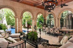 Palm-Beach-mansion-loggia-600x399