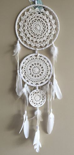 Discover thousands of images about Crochet Doily Dream Catchers-Inspiration Crochet Home, Crochet Crafts, Crochet Projects, Free Crochet, Knit Crochet, Los Dreamcatchers, Doily Dream Catchers, Doilies, Crochet Patterns