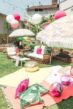 Love this outdoor tropical decor party idea.