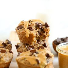 The oatmeal cup of all oatmeal cups is here! You must make these peanut butter chocolate chip baked oatmeal cups for a healthy breakfast idea all week long. Healthy Oatmeal Recipes, Healthy Peanut Butter, Peanut Butter Cups, Chocolate Peanut Butter, Healthy Snacks, Healthier Desserts, Baked Oatmeal Cups, Breakfast Bites, Breakfast Recipes