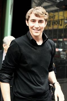 Lee Pace. This must be from sometime around his Pushing Daisies days.