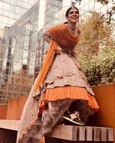 Gorgeous Lehenga Border Ideas That You Need To Bookmark Now Bridal Lehenga Images, Latest Bridal Lehenga, Designer Bridal Lehenga, Simple Lehenga, Indian Wedding Bride, Bride Pictures, Lehenga Designs, Bride Look, Bridal Portraits