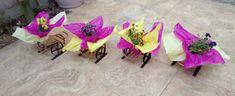 Bonito detalle de unos maceteros para de flores de ornato, en forma de carreta con metal reciclado. Jewelry, Wheelbarrow, Upcycling, Shapes, Jewellery Making, Jewelery, Jewlery, Jewels, Jewerly