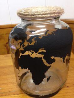 botella con mapa mundi