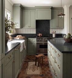 Sage Green Kitchen, Green Kitchen Cabinets, Kitchen Cabinet Colors, Kitchen Layout, Kitchen Cupboard, Kitchen Appliances, Kitchen Cabinets Designs, Kitchen Black Counter, Olive Green Kitchen