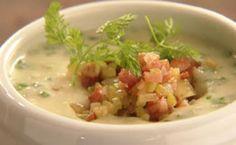 Sopa de ostra é cremosa e tem guarnição de batatas, bacon e legumes.
