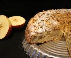 Mehevä gluteeniton omenakakku Banana Bread, Desserts, Recipes, Food, Tailgate Desserts, Deserts, Recipies, Essen, Postres