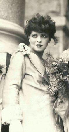 64e3b8d602f0e Clara Biw Fashion 1920s, Style Fashion, Clara Bow, Silent Film, It Hurts