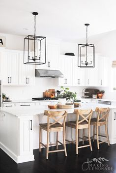 Modern farmhouse kitchens 2019 modern farmhouse style kitchen home decorators collection flooring . Modern Farmhouse Interiors, Modern Farmhouse Bathroom, Modern Farmhouse Plans, Farmhouse Bedroom Decor, Farmhouse Style Kitchen, Kitchen Modern, Healthy Living Magazine, Best Dining, Kitchen Styling